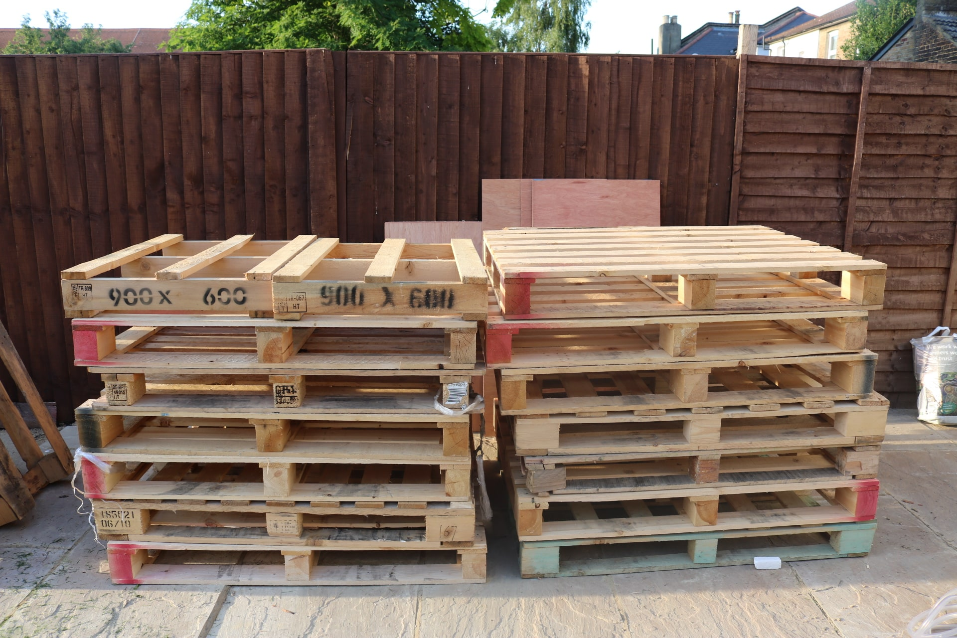 Pallets corner sofa diy tutorial (2)